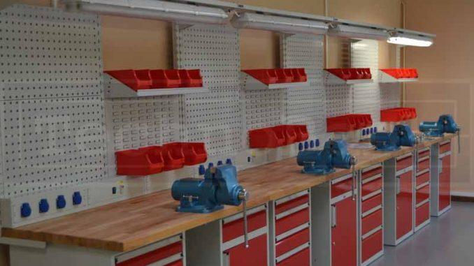 vybaveni-dilny-profesionalni-dilenske-stoly