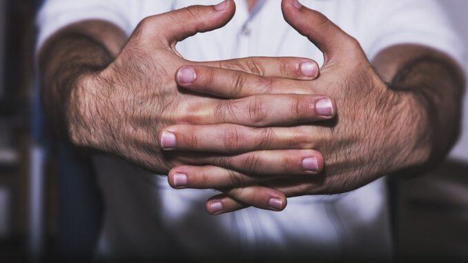 ruce klouby